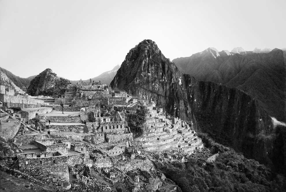 macchu picchu black and white