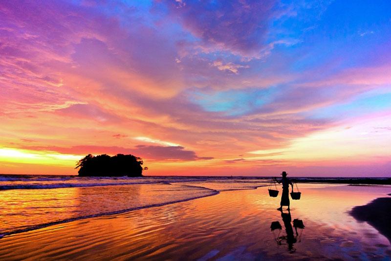 nyunt_naing__119b919_sunrise_of_ngwesaung_beach