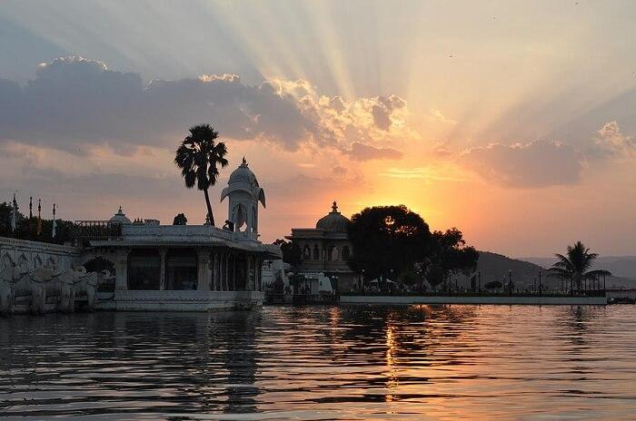 Lake Pichola sunrise tours